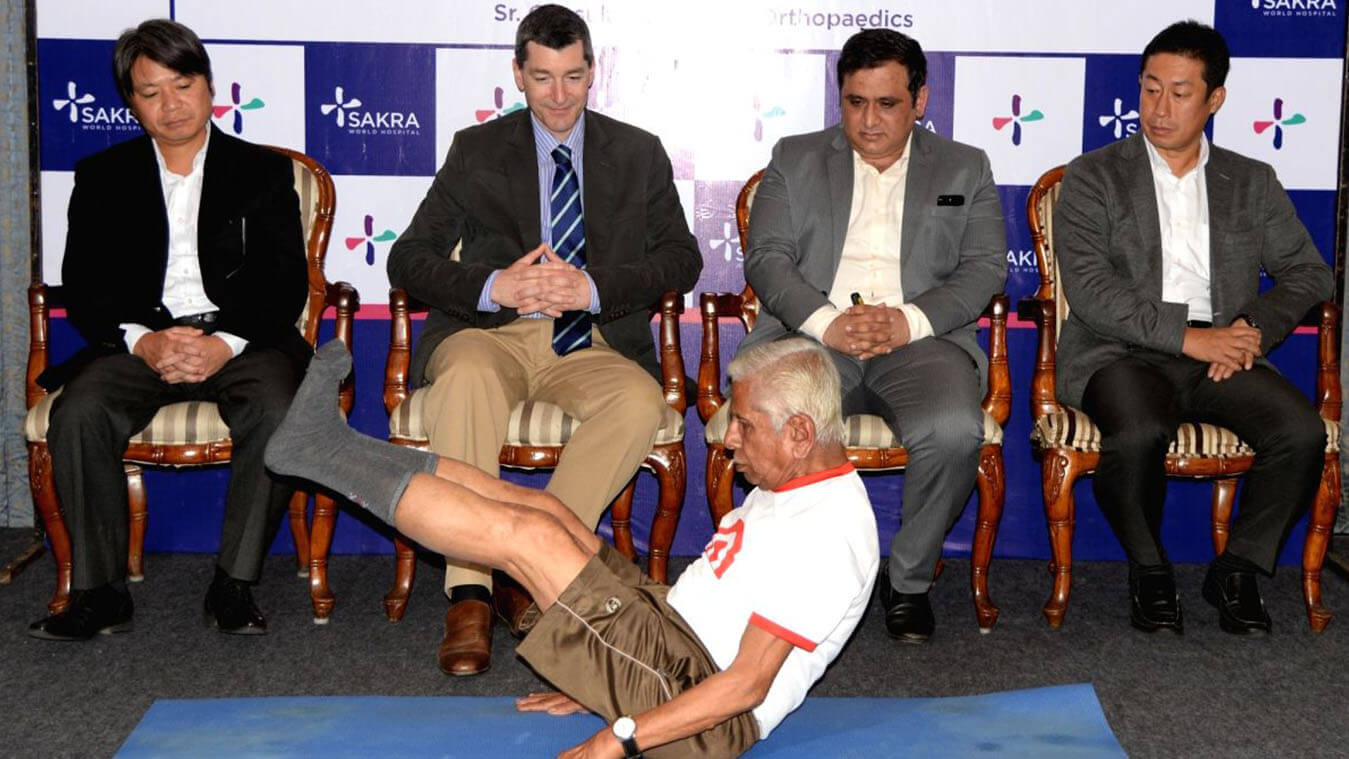 Dr  Chandrashekar P becomes the first to conduct 1000 knee